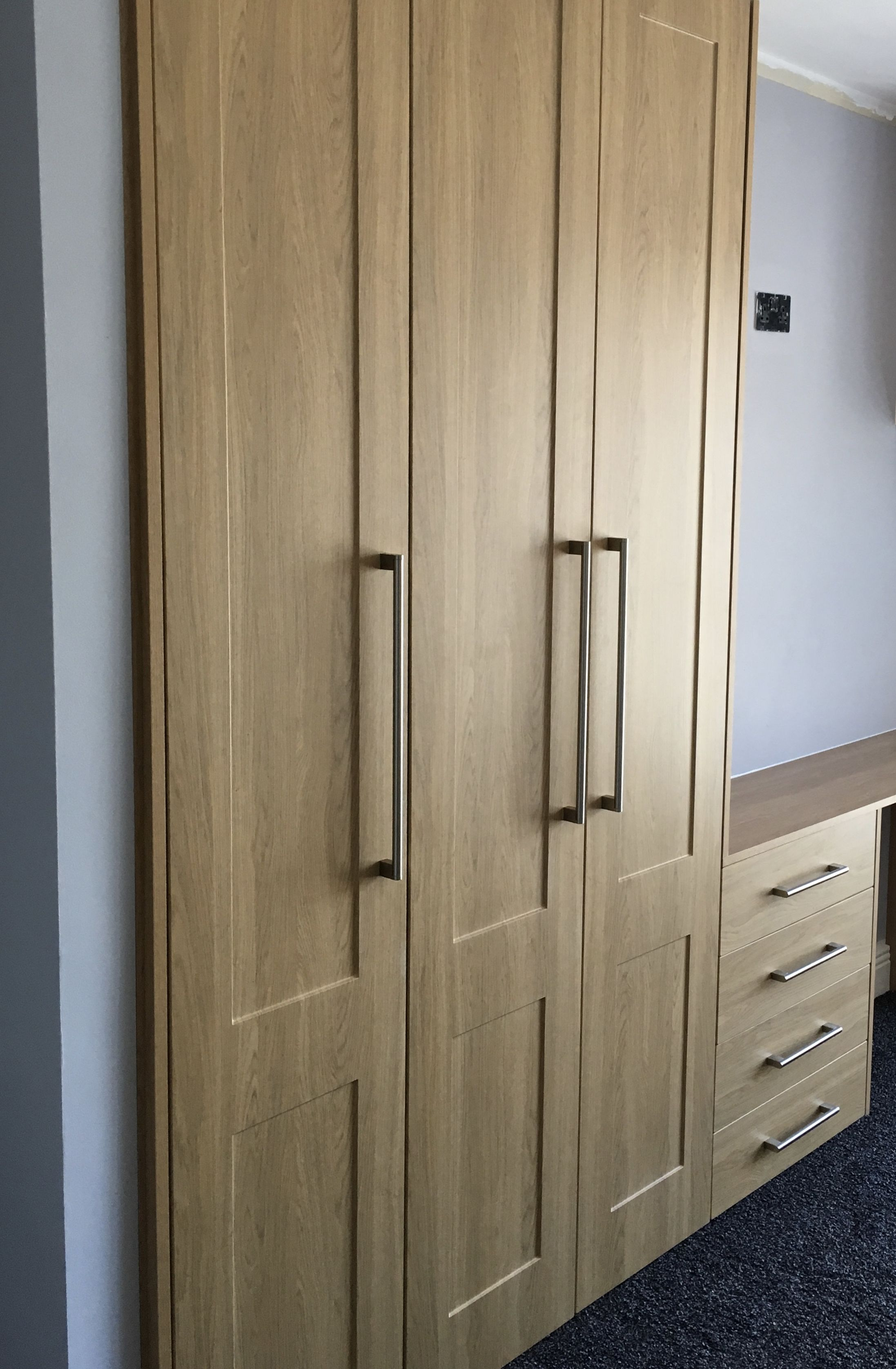 oak-shaker-fitted-wardrobe