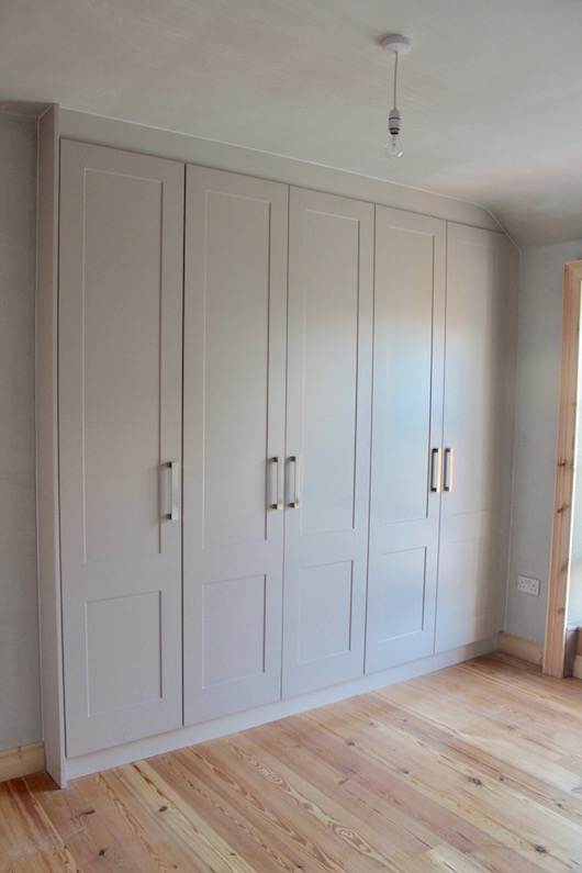 grey-shaker-fitted-wardrobe-ideas-3
