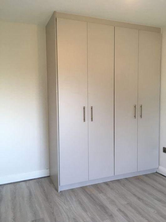 grey-slab-fitted-wardrobe-ideas-2